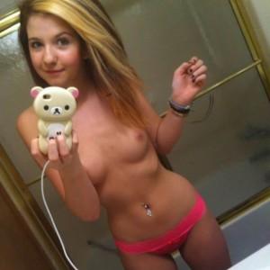 toplessselfie05-300x300 Topless selfies of sexy girls - 44 photos