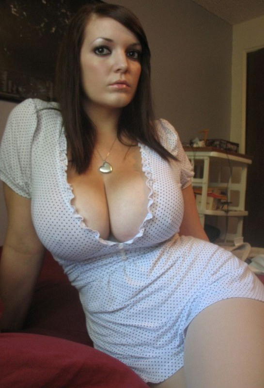 Babe With Glasses Shows Her Big Guns 07:11
